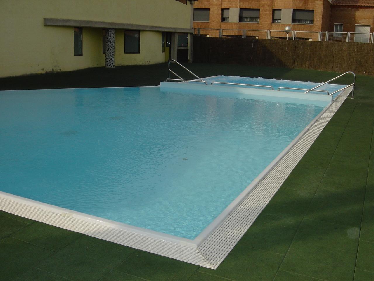 Jacuzzi piscina exterior piscinas con jacuzzi piscina for Jacuzzi piscina exterior